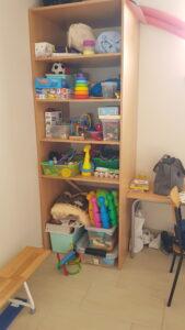 półka z zabawkami