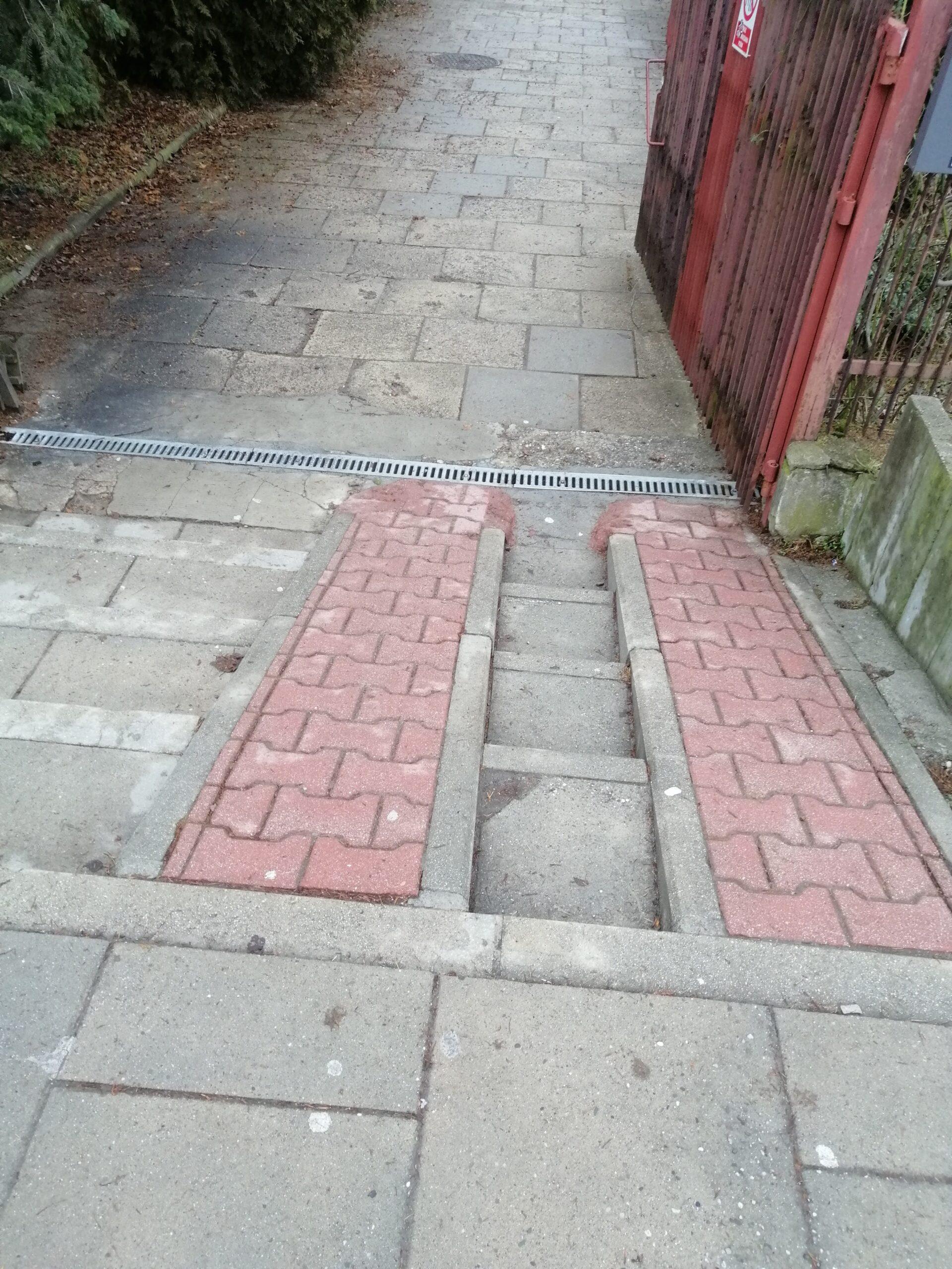 zewnętrzne schody z podjazdem dla wózków
