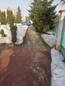 ścieżka przed szkołą
