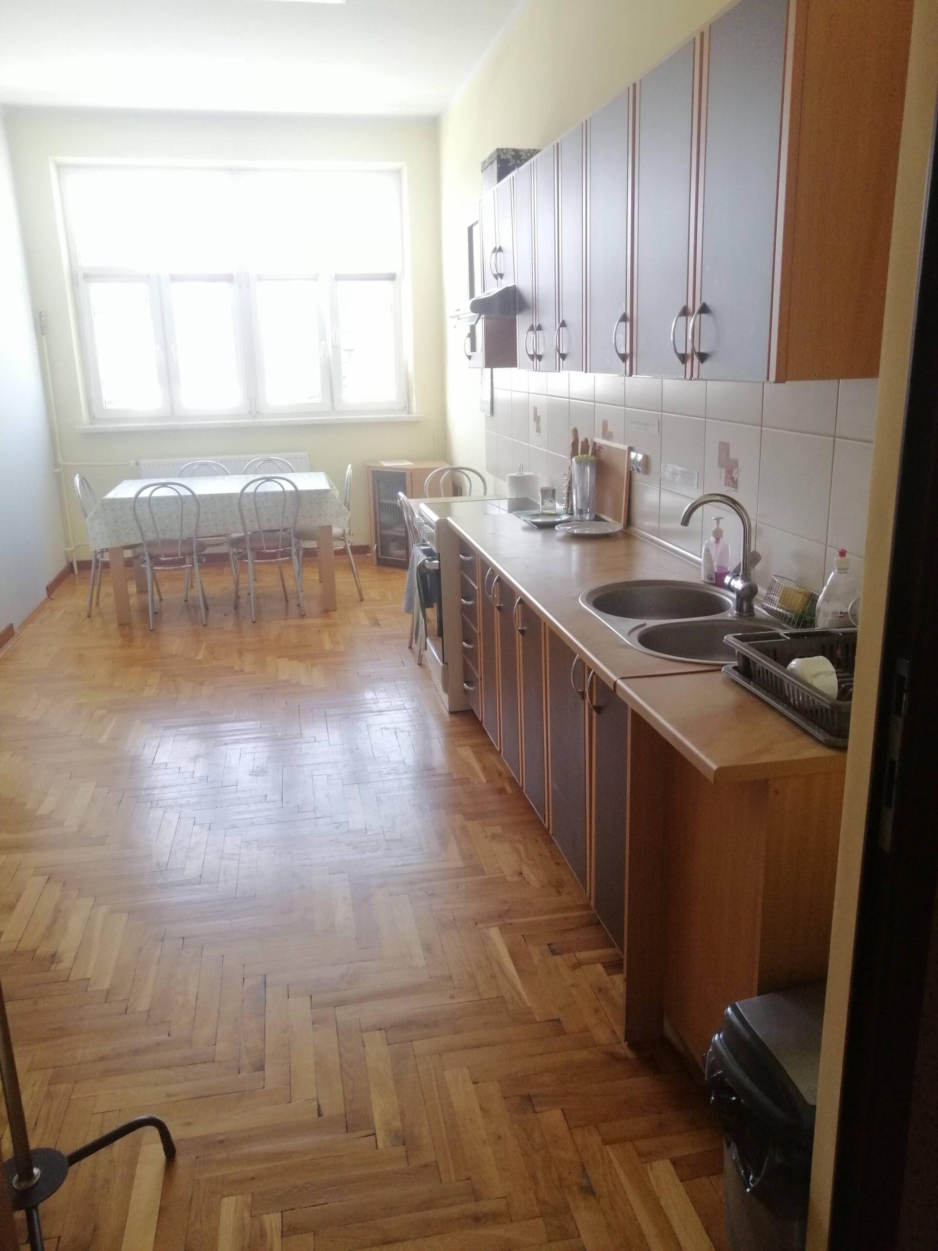pokój socjalny z kuchnią
